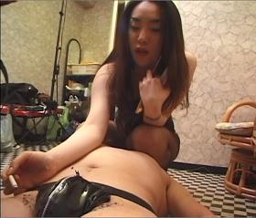 痴女王様と顔騎と手コキ足コキスペシャル 04
