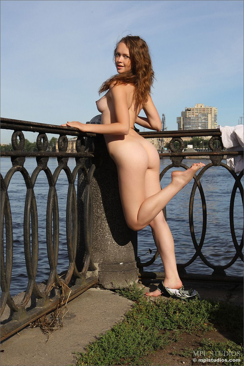 Helena - NAKED ON THE NEVA 01