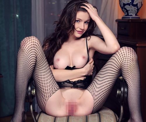 (外人モデルえろ写真)股間とお尻がぱっくり開いてる超えろい体タイツでまんこ見せつける美美巨乳モデルwwwwww