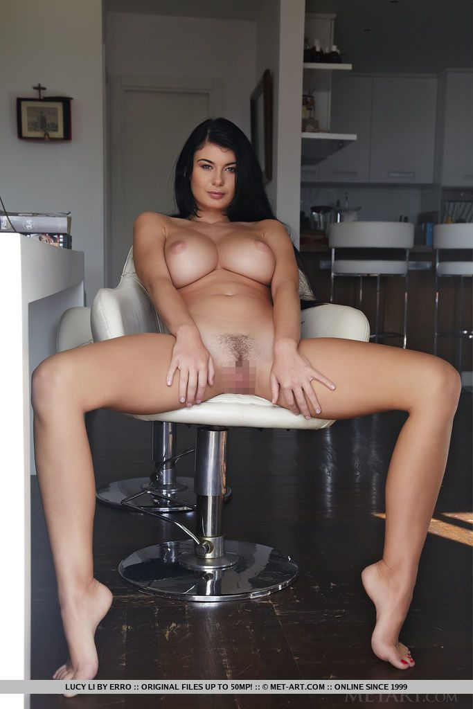 Lucy Li - TONDO 01