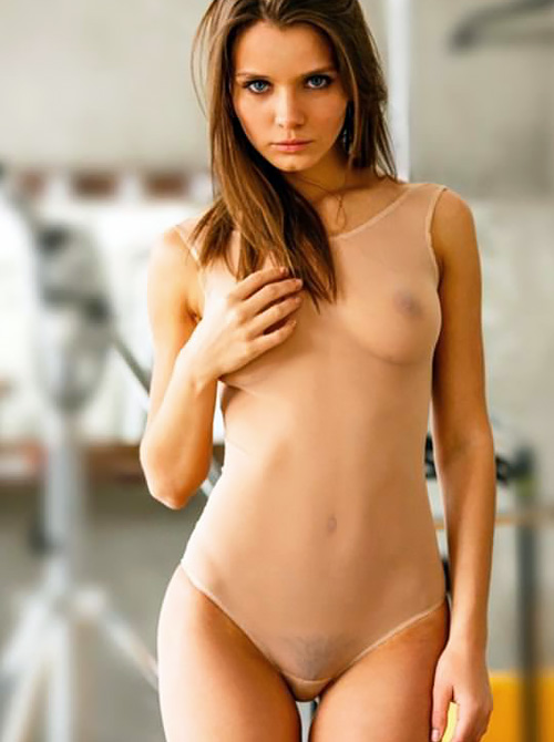 【外人】無名ファッションモデルが美乳おっぱいを晒してるポルノ画像