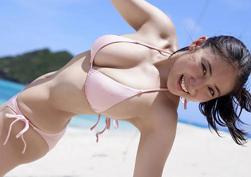 紗綾 青空の元、豊満なGカップ巨乳に満面の笑み♪最新グラビア #エロ画像 63枚