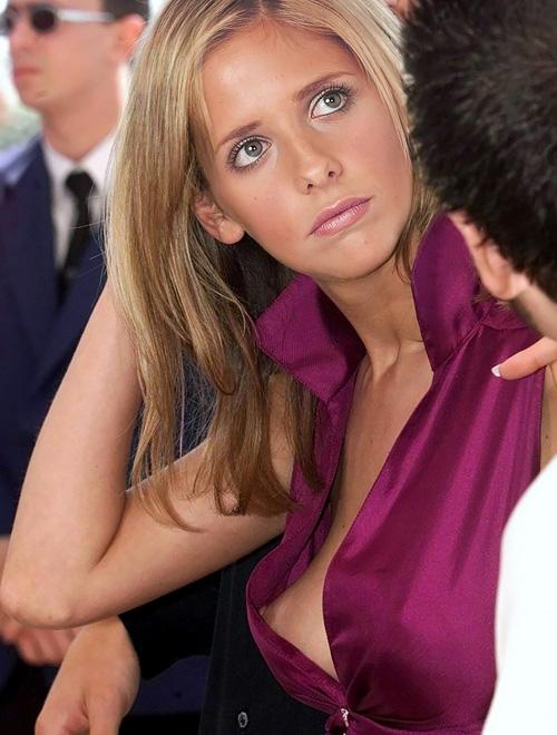 ノーブラの綺麗な外人さんの胸ちら乳首ポロリwww