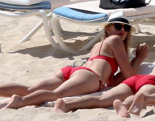 マリア・シャラポワのハミ尻してる赤いビキニ姿がエロい水着画像www