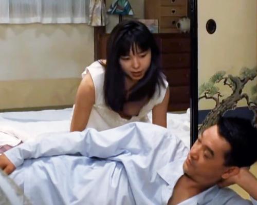 女優の山口智子の胸ちらして乳首ポロリしてる高画質動画www
