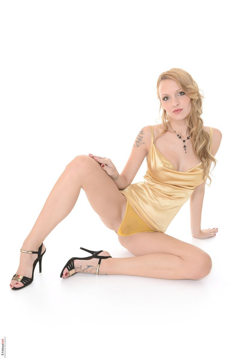 Belle Claire - GOLDEN LUST 01