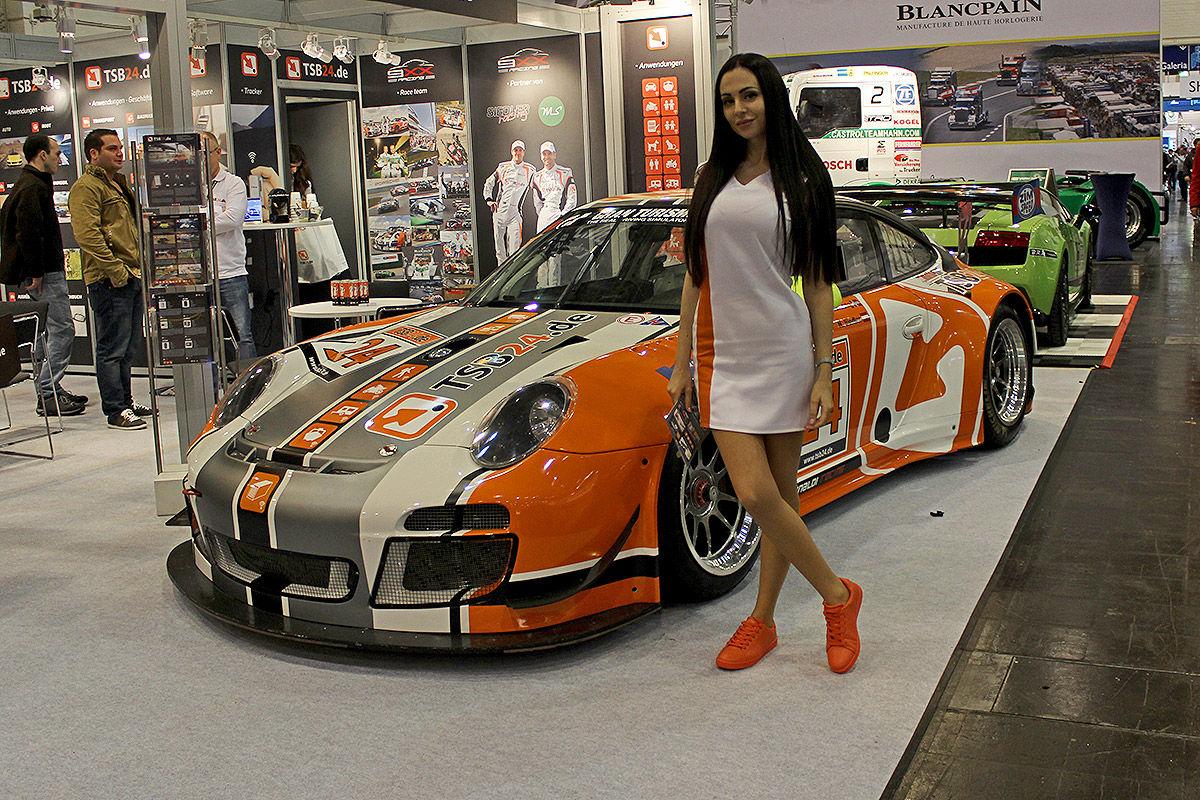 Essen-Motor-Show-2015-Hostessen-1200x800-2af27204800ca7ae.jpg