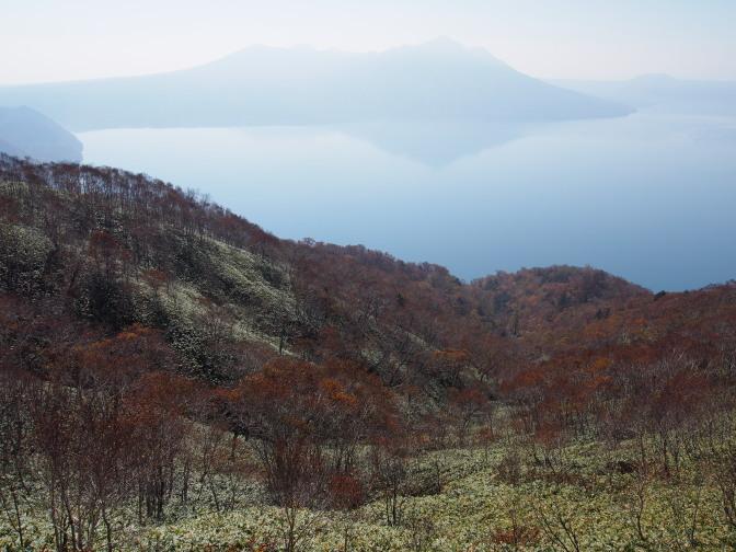紋別岳登山道から支笏湖を望む