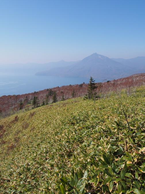 山頂の尖った岩が特徴の恵庭岳