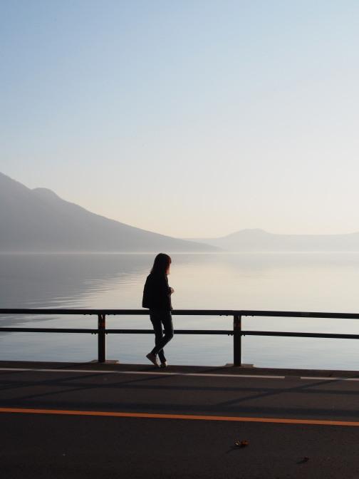 支笏湖に陽が沈む