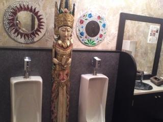 ベビーフェイスプラネット、男子トイレ