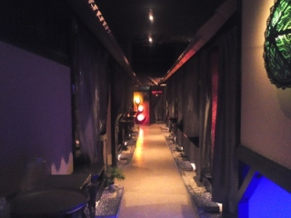 ベビーフェイスプラネット1階廊下
