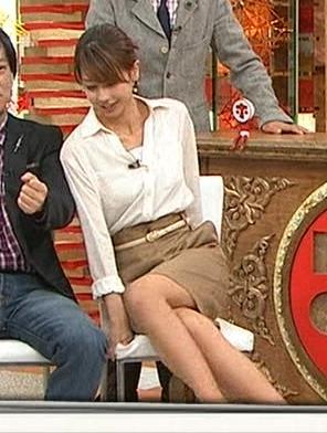 加藤綾子 足の組み換えキャプ・エロ画像4