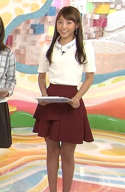 岡副麻希 ミニスカート画像2