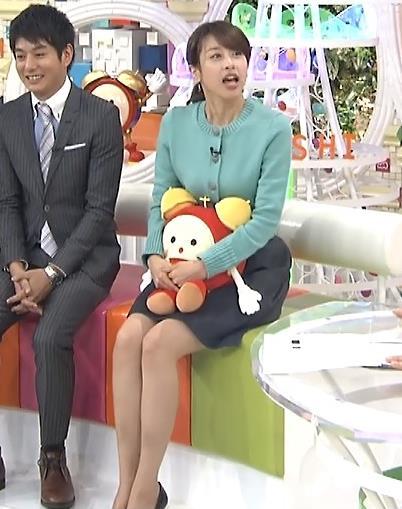 加藤綾子 ミニスカ美脚 (めざましテレビ 20160219)