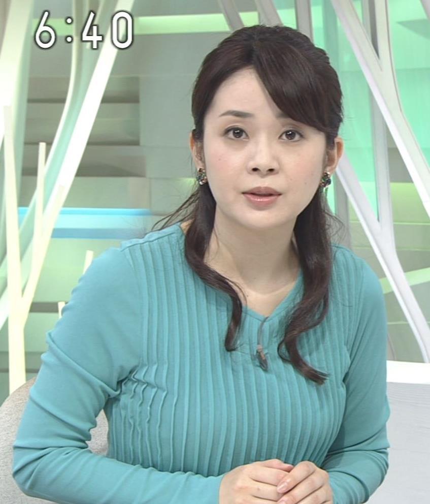 橋本奈穂子 おっぱい協調のタイトな衣装