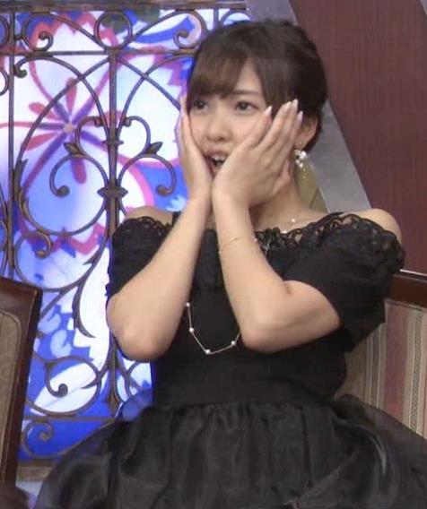 佐野ひなこ 胸チラ画像3