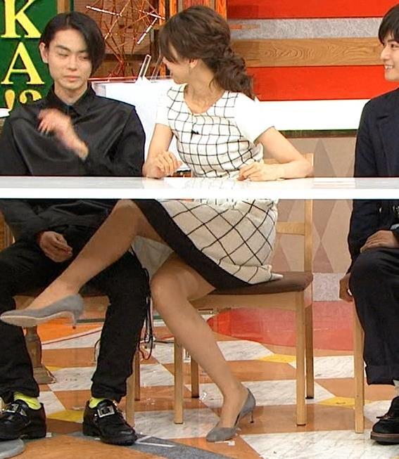 加藤綾子 太ももが過激に露わに!