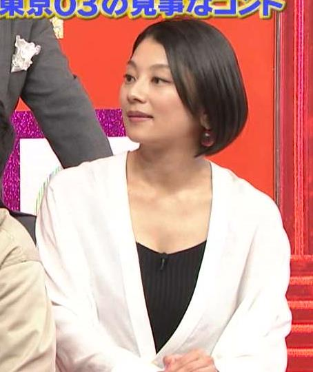 小池栄子 胸の谷間画像7