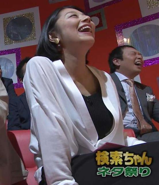 小池栄子 胸の谷間画像6