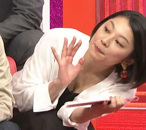 小池栄子 胸の谷間画像9
