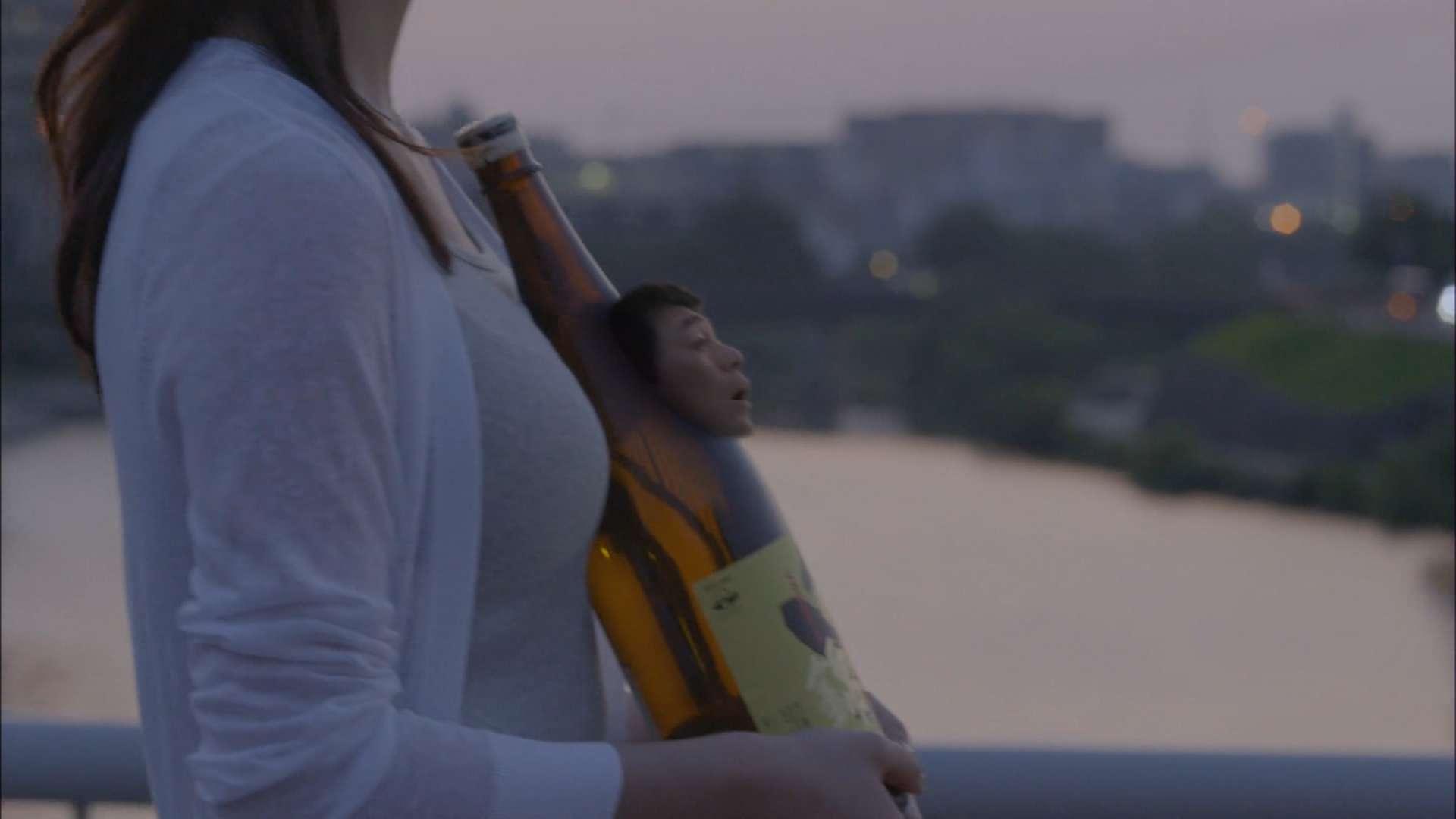おっぱいで一升瓶をはさんだCMがエロい 画像6