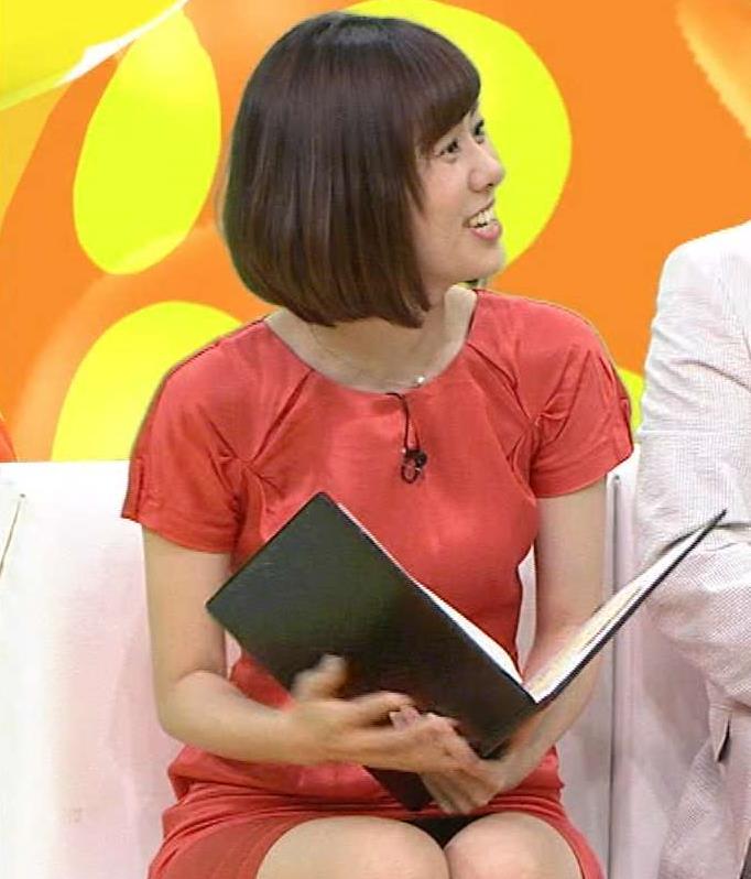 山崎夕貴 ミニスカ太もも美脚&▼ゾーン