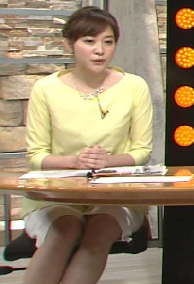 久冨慶子 ミニスカート画像2