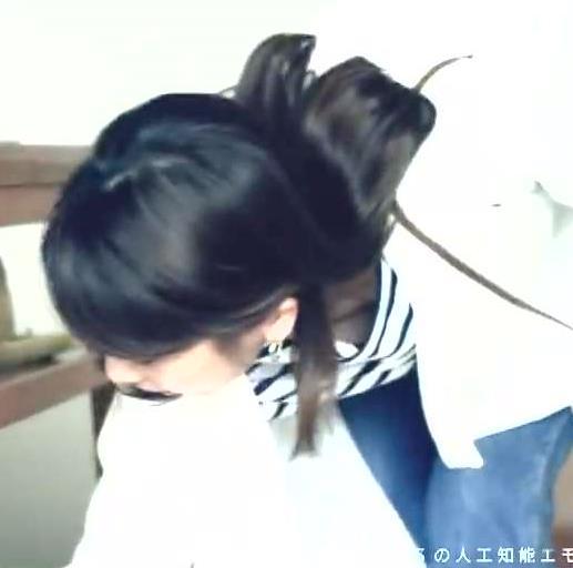 加藤綾子 胸チラ画像