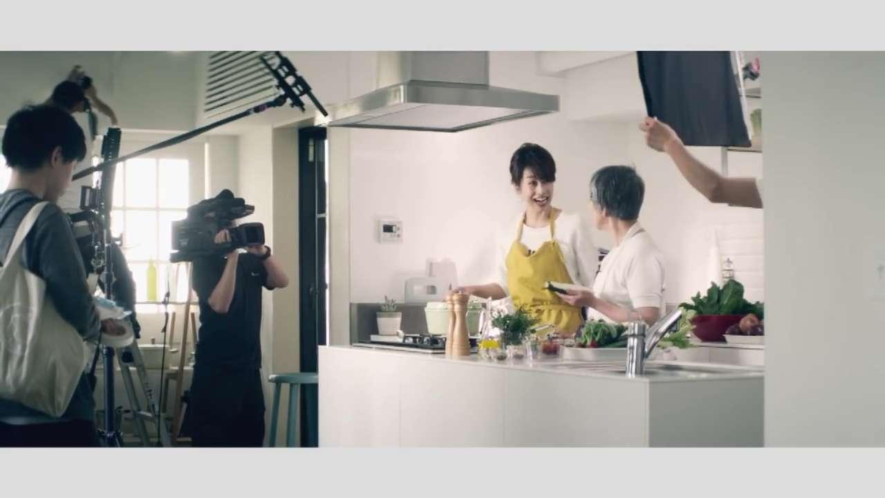加藤綾子 胸チラ画像24