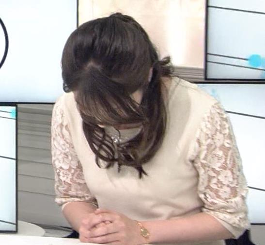 皆川玲奈 横乳画像3