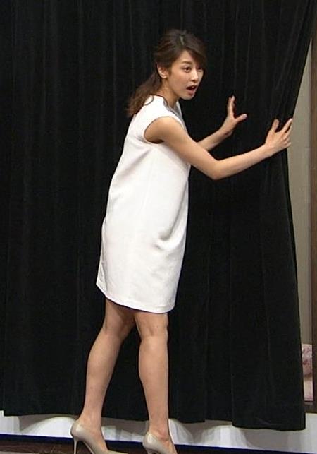 加藤綾子 緩いミニスカワンピの脚(太もも)がエロい