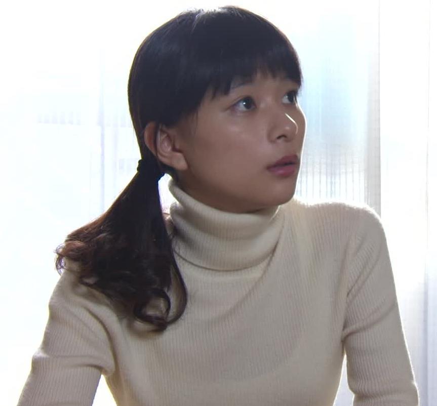 芳根京子 ニットおっぱい画像2