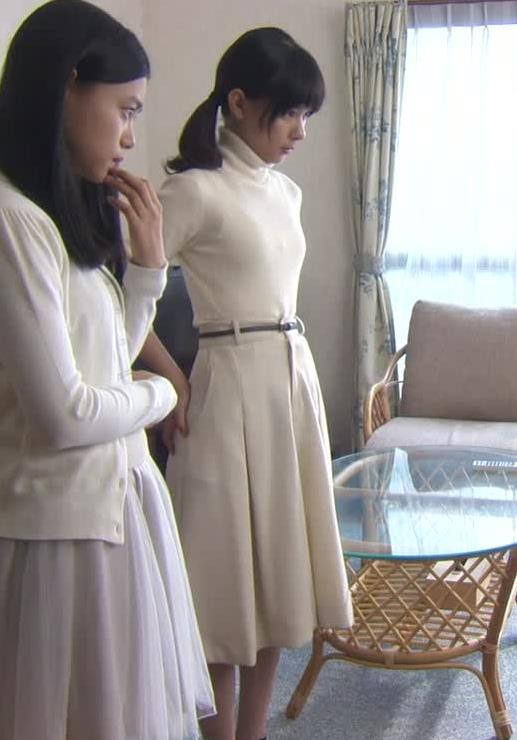 芳根京子 ニットおっぱい画像3