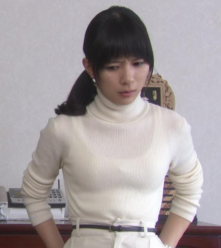 芳根京子 ニットおっぱい画像4