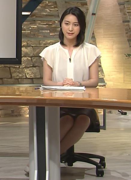 小川彩佳 スカート画像7