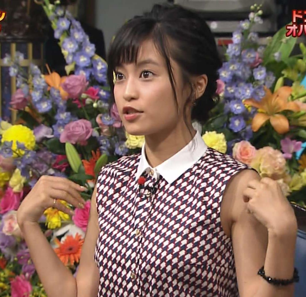 小島瑠璃子 おっぱい画像3