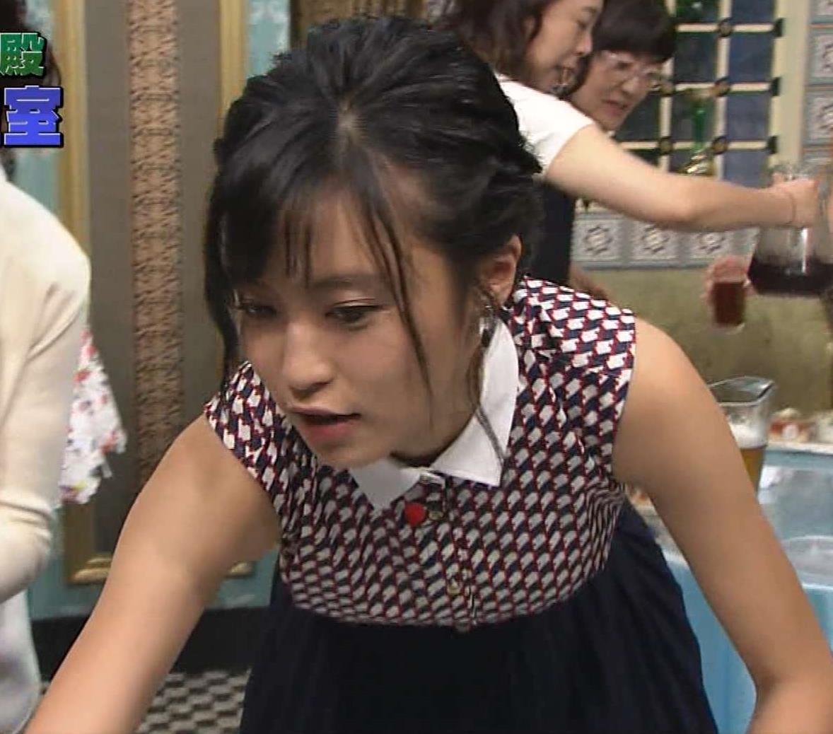 小島瑠璃子 おっぱい画像8