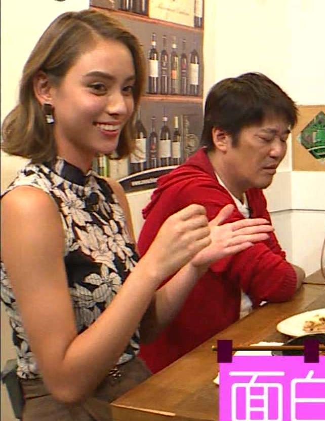 滝沢カレン 横乳画像3