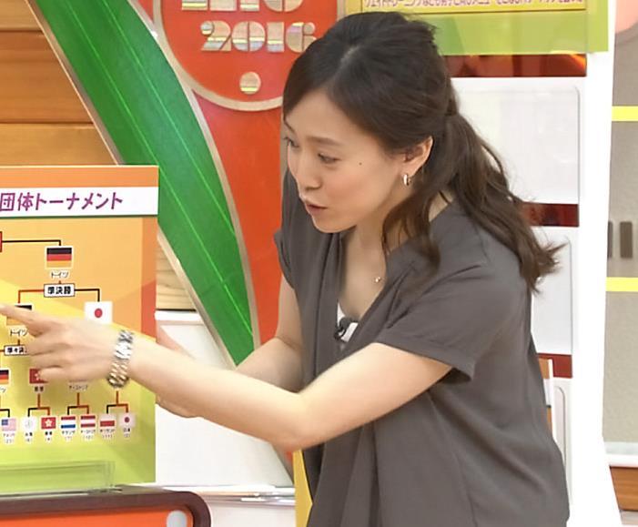 江藤愛 胸元画像3