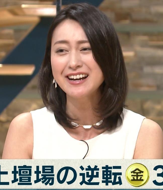 小川彩佳 ミニスカート画像2