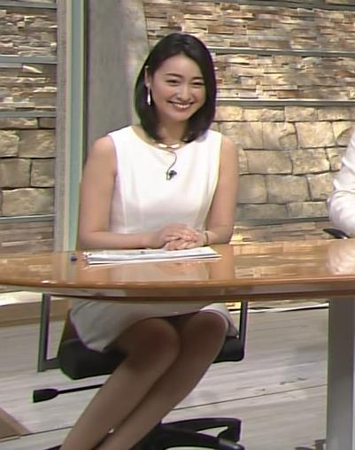 小川彩佳 ミニスカート画像3