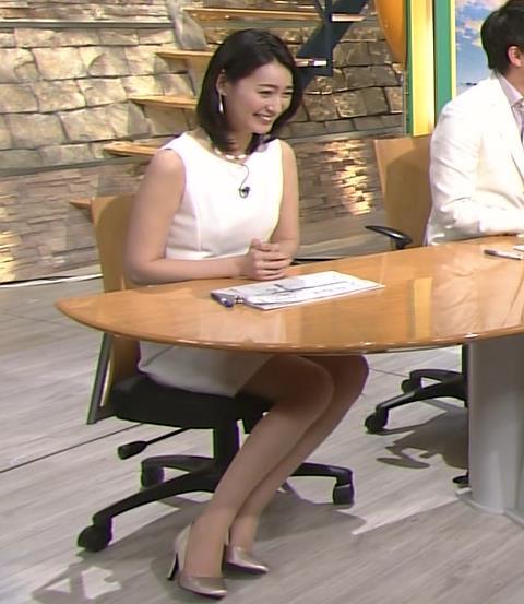 小川彩佳 ミニスカート画像4