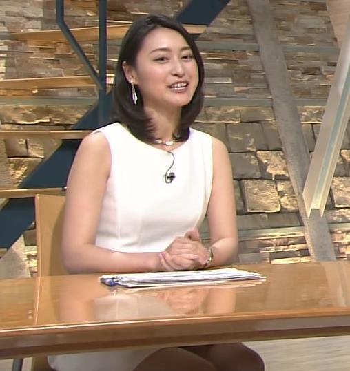 小川彩佳 ミニスカート画像7