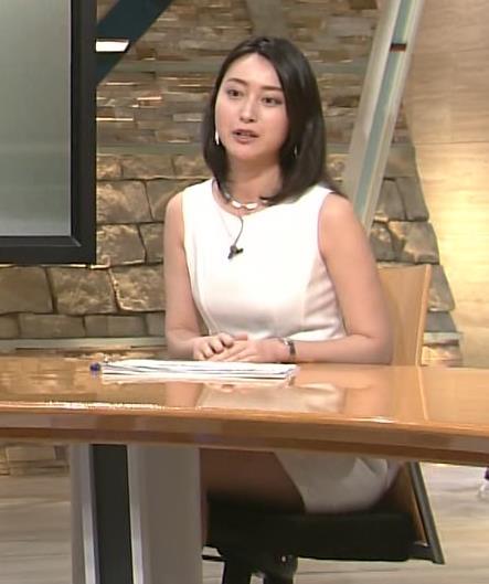 小川彩佳 ミニスカート画像9