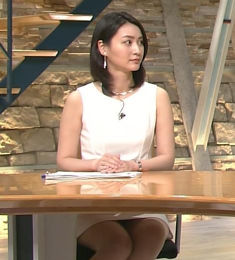 小川彩佳 ミニスカート画像10