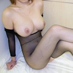 巨乳女性の黒ストッキングヌード画像