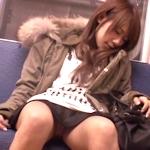 阪急電車内で向かいの女性のスカート内を盗撮した中学教諭を逮捕
