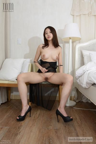 韓国美女モデル スア(Sua) ヌード画像 11