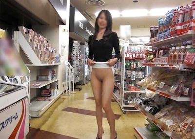 スレンダー美乳素人女性 野外露出ヌード画像 1